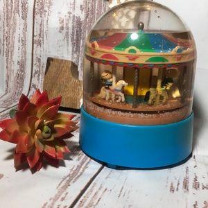 Vintage Peanuts carousel windup snow globe